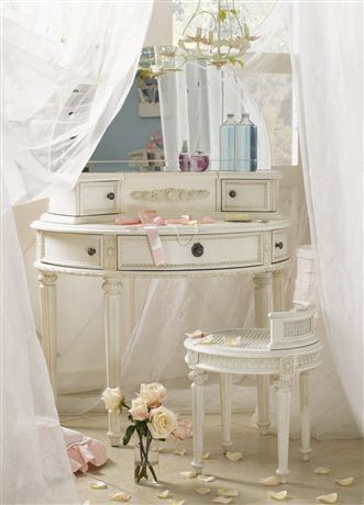 Incredible vanity table, and the setting just makes it seem so fairy tale-like!