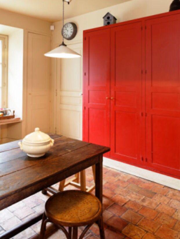 Peinture Guittet Cuisine Armoire rouge peinte en Horus Satin - peinture satin ou mat