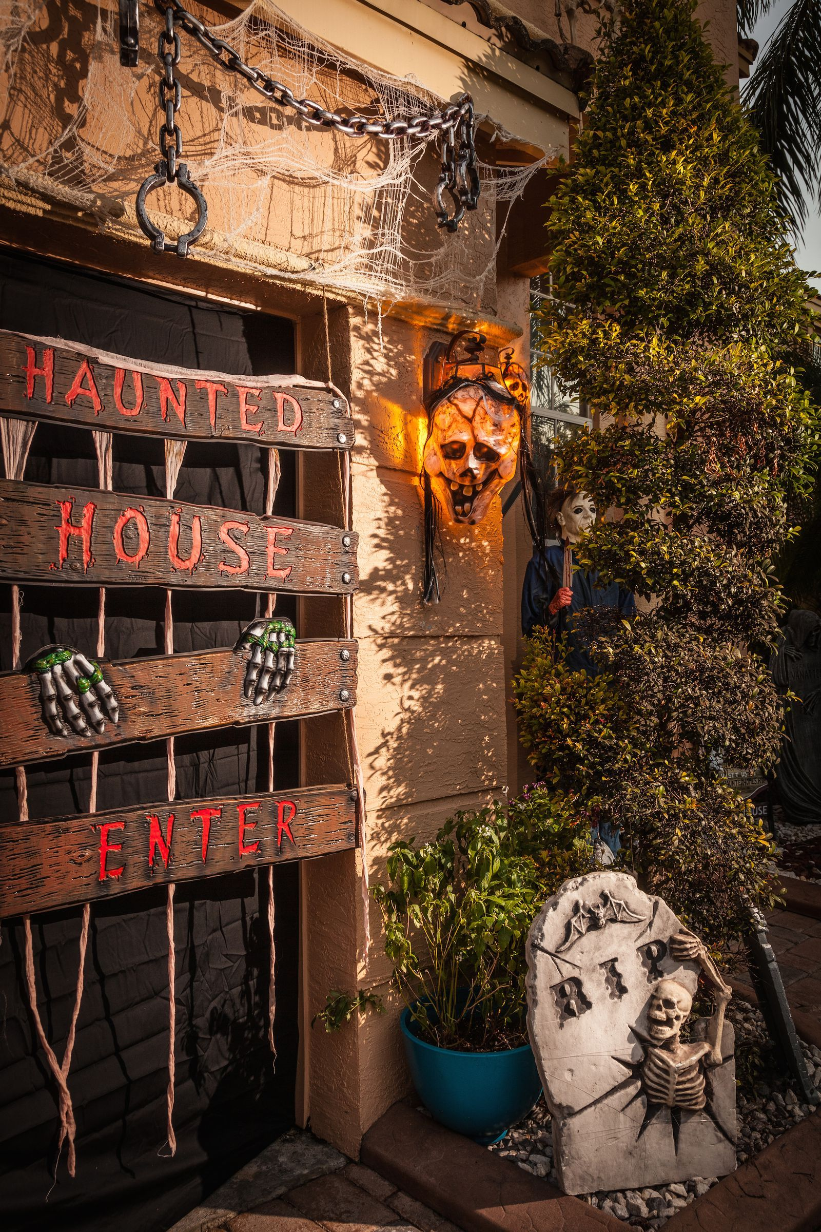 10 Times Outdoor Halloween Decorations Went Way Too Far