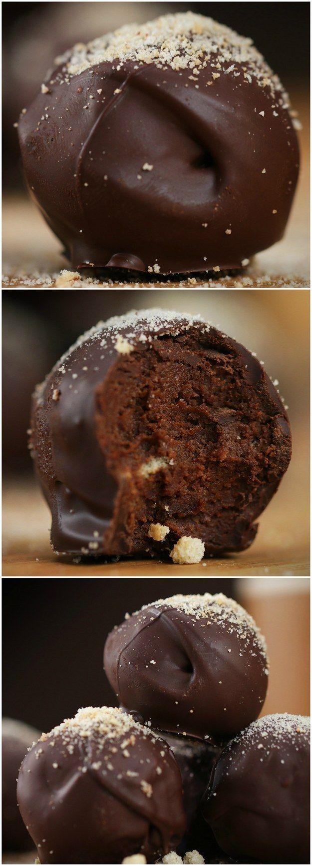 Chocolate Tiramisu Truffles This incredible chocolate tiramisu truffle will completely melt in your mouth #chocolatepops