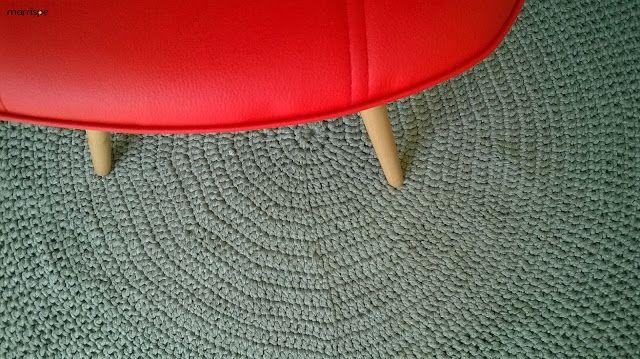 Tapete redondo de crochê com fio de malha #artesanato #croche #fiodemalha #decoração #tapete #tapeteredondo #façavocêmesmo #malha #marrispe