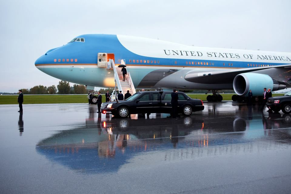 President Barack Obama boards Air Force One at Akron