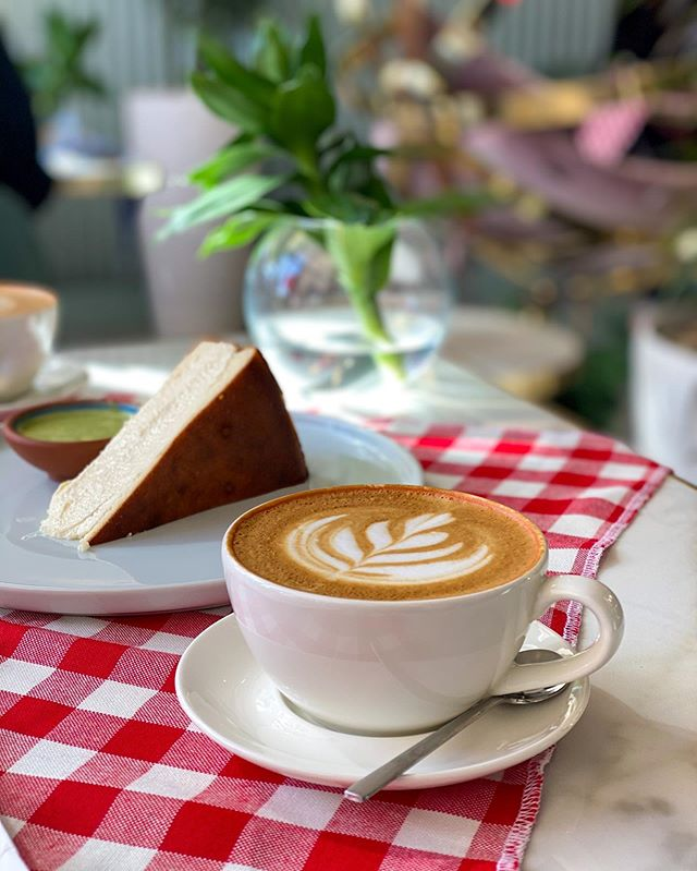 Jeddahrestaurants Hashtag On Instagram Photos And Videosقهوة المساء من افضل الاماكن الي تقدم الفطور التركي في جدة و ايضا البقل Tableware Latte Glassware