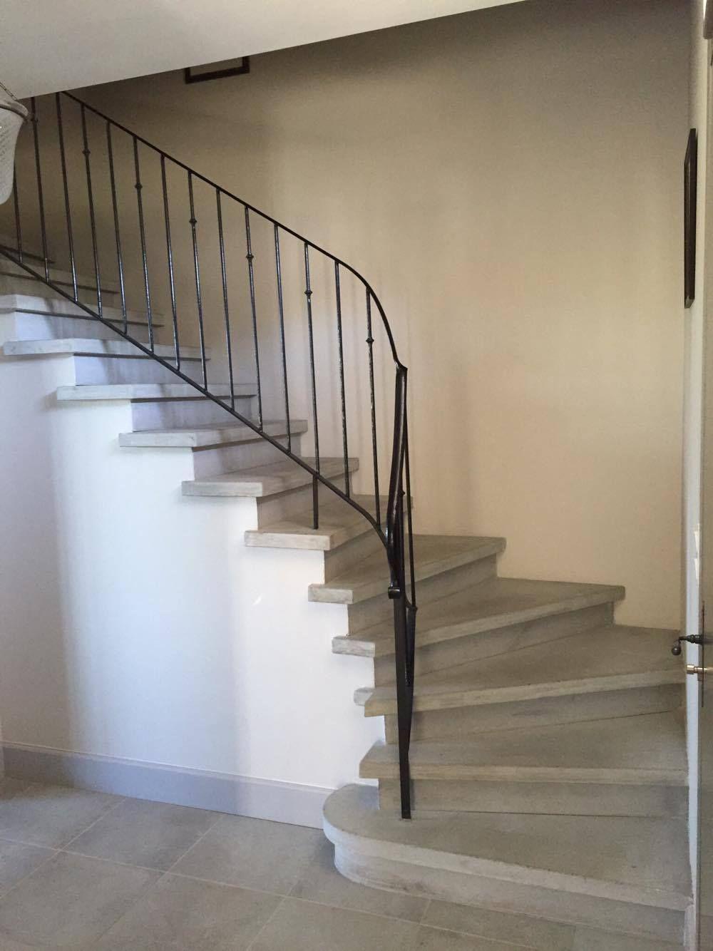 Epingle Par La Maison De L Escalier Sur Escalier Beton Gris Lisse Escalier Beton Escalier Nez De Marche