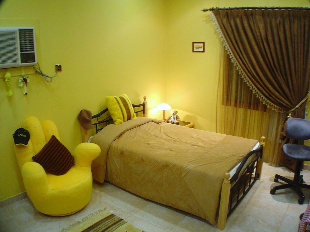 Bedroom:Modern Yellow Room With Classic Bedroom Bedroom Chest Of Drawer  Coffee Table Cushion Fur Rug Mudroom Quilt Wall Hook Wall Light Walk In  Closet ...