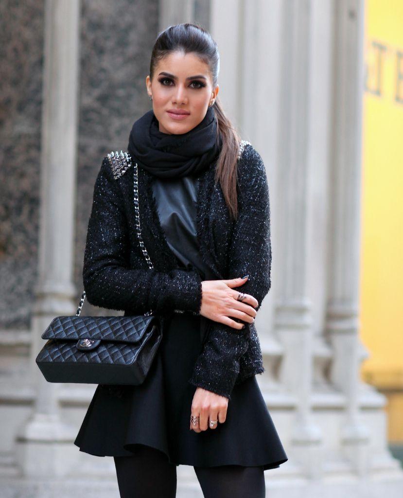 Casaquinho: Loft747 / Saia: BCBG / Blusa de couro: Zara / Lenço: Calvin Klein / Bolsa: Chanel / Sapato: Giuseppe Zanotti