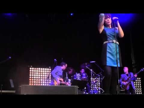 """Strange fruit"" Beth Hart & Joe Bonamassa, Bergen 22.06.2013 - YouTube"