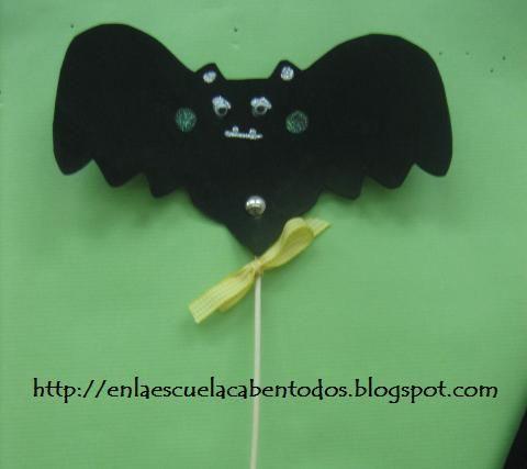 Murciélago goma eva para halloween  http://enlaescuelacabentodos.blogspot.com.es/2012/10/facil-manualidad-con-goma-eva-para.html