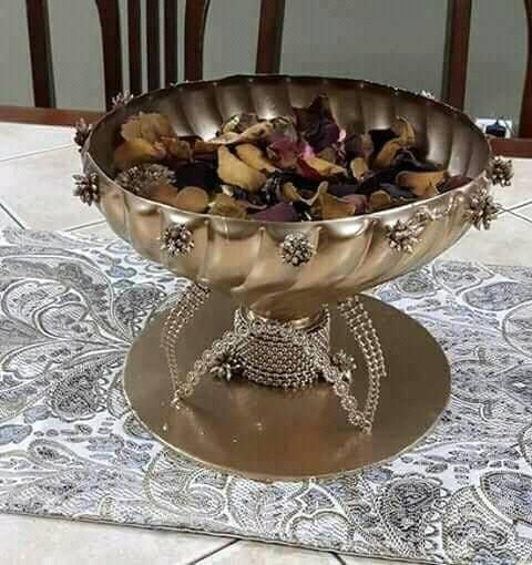 اصنعي فازة جميلة بابسط الاشياء عندك في البيت Diy Beautiful Vase With Plastic Bottle حرف يدوية منزلية Ideas Cr Decorative Bowls Beautiful Vase Plastic Bottles