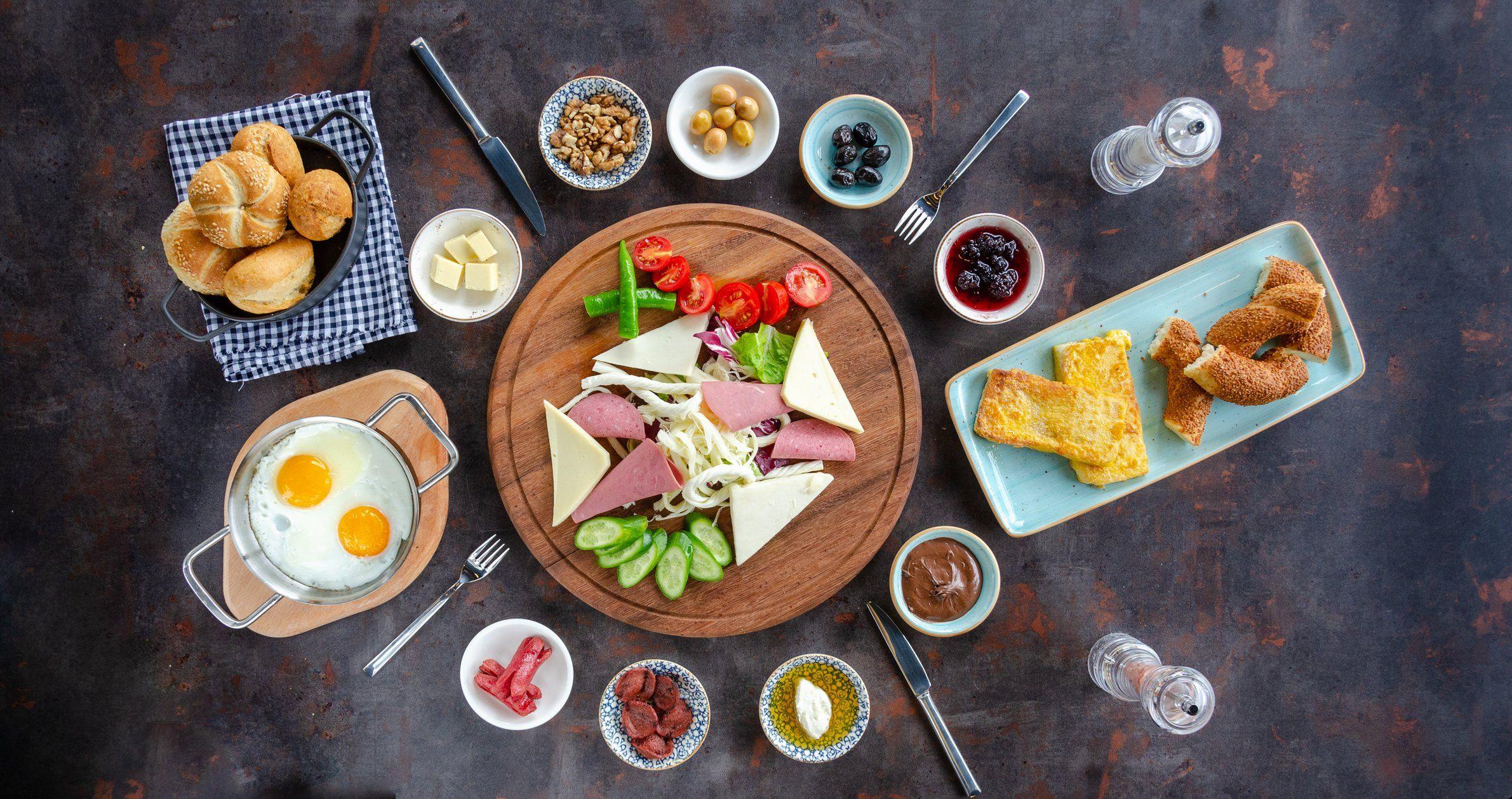 انتبهي هكذا تساهم وجبة الإفطار في زيادة وزنك Turkish Breakfast Breakfast Breakfast Plate