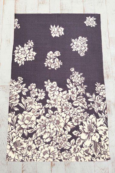 Teppich mit Blumenmuster passend zum duschvorhang