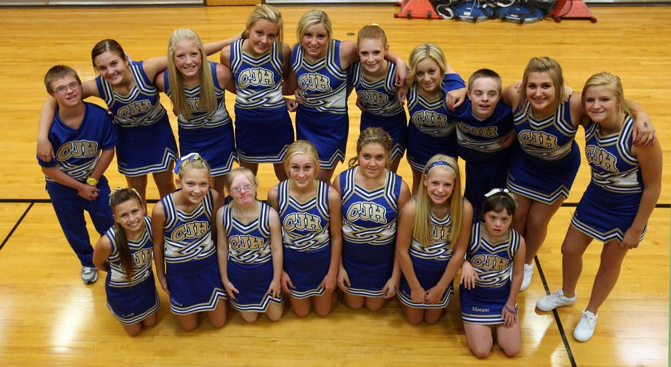 Steve Griffin The Salt Lake Tribune The Centerville Junior High Cheerleading Squad Prior To A Volleyball Game At T Cheerleading Squad Tribune Cheerleading