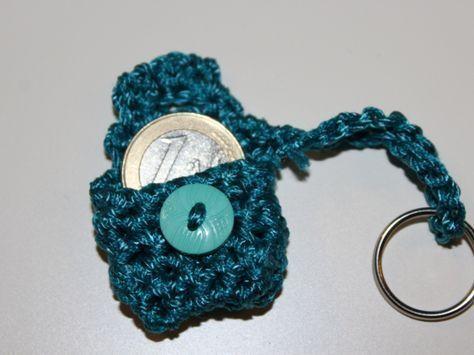 Photo of Gratis Häkelanleitung für eine Mini Clutch als Schlüsselanhänger