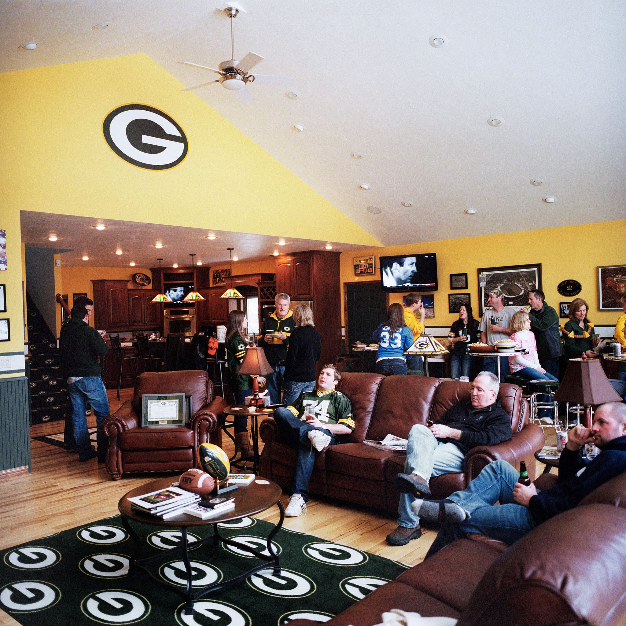 Welcome To Green Bay Packers Fans Photo Project Gallery Green Bay Packers Room Green Bay Packers Fans Green Bay Packers Man Cave