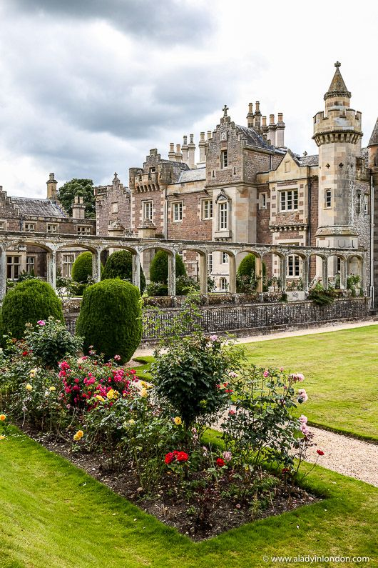 Lady's 9 Places to Find Travel Inspiration from Britain's Greatest Writers #castles