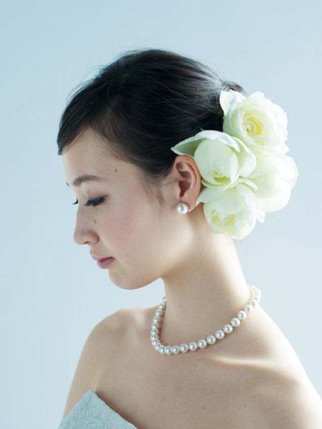 花嫁ヘアスタイル カタログ 生花を使ったヘア編 ウエディング 25ans ヴァンサンカン オンライン 花嫁 ヘアスタイル