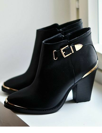 606394df92c Nice black boots with gold details Ugg Boots