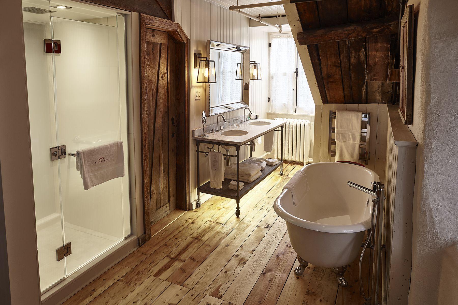 Meuble Salle De Bain Kinedo ~ Bathroom Of Suite Jardin At Auberge Saint Antoine Interior
