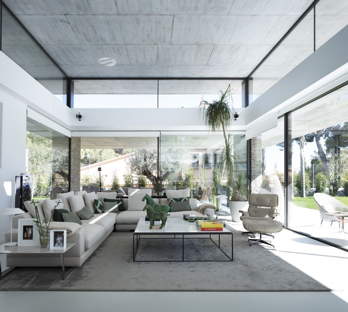Modern Concrete And Glass Structure In The City Of Valencia Spain Modern Home Interior Design Modern House Design House Design