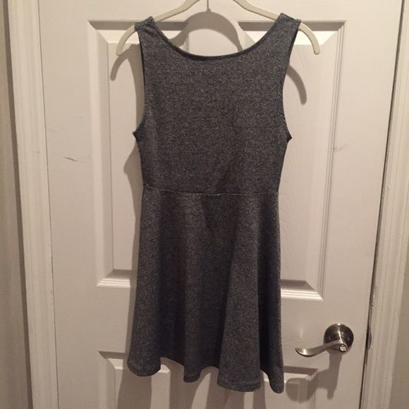 Easy Grey H&M Dress Love this dress, stretchy almost scuba material. Size small. H&M Dresses Mini