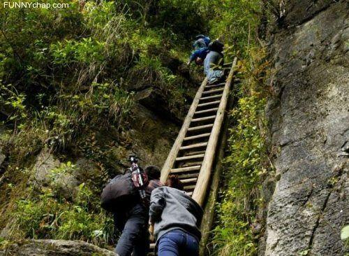 A tough daily climb to school (9 Photos)