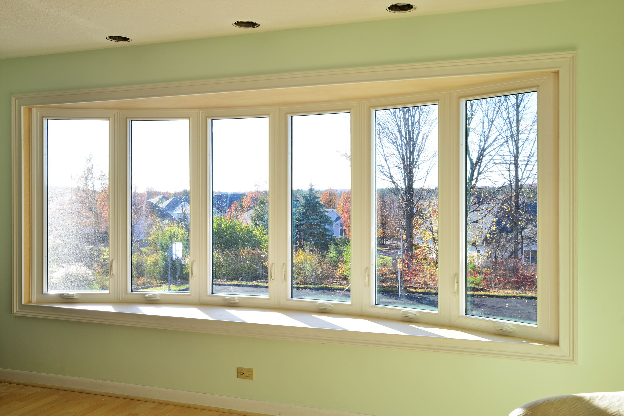 This Is 6 Lite Bow Window Each Section Opens For Easy Cleaning It S 12 Foot Wide Windows Bow Window Wide Windows
