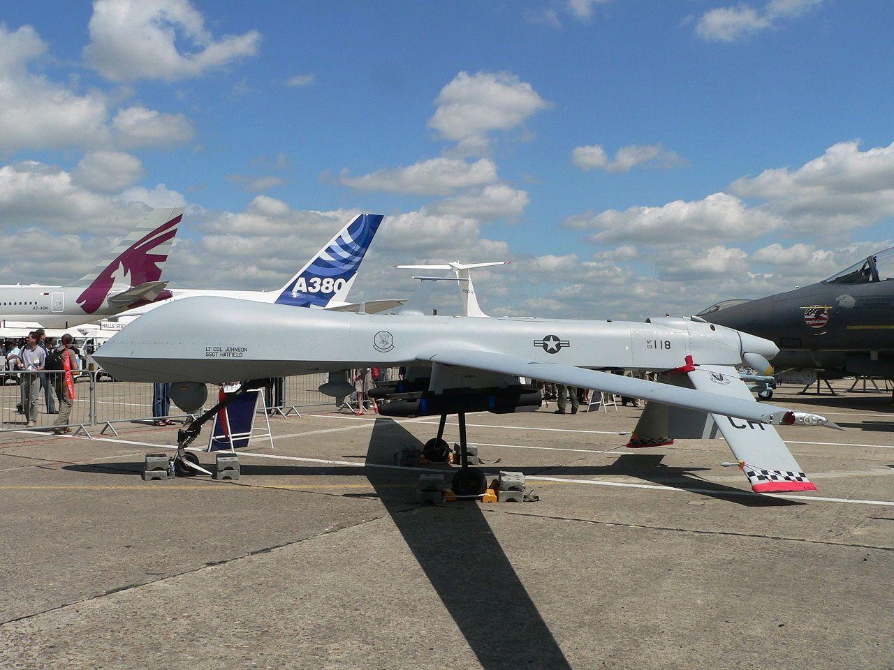 Mq 1 Predator Fot Wikiwand Com En General Atomics Mq 1 Predator Military Drone Unmanned Aerial Vehicle Predator