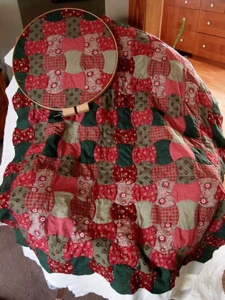 Apple Core Quilt Project On Craftsy Com American Patchwork And Quilting Quilts Pretty Quilt
