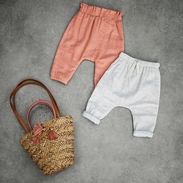Confortables et stylés, ces sarouels sont un must-have pour bébé ! [Sarouel rose VD030; Sarouel gris VD021; Sac VJ437] #bébé #mode #ootd #cute #nouvellecollection