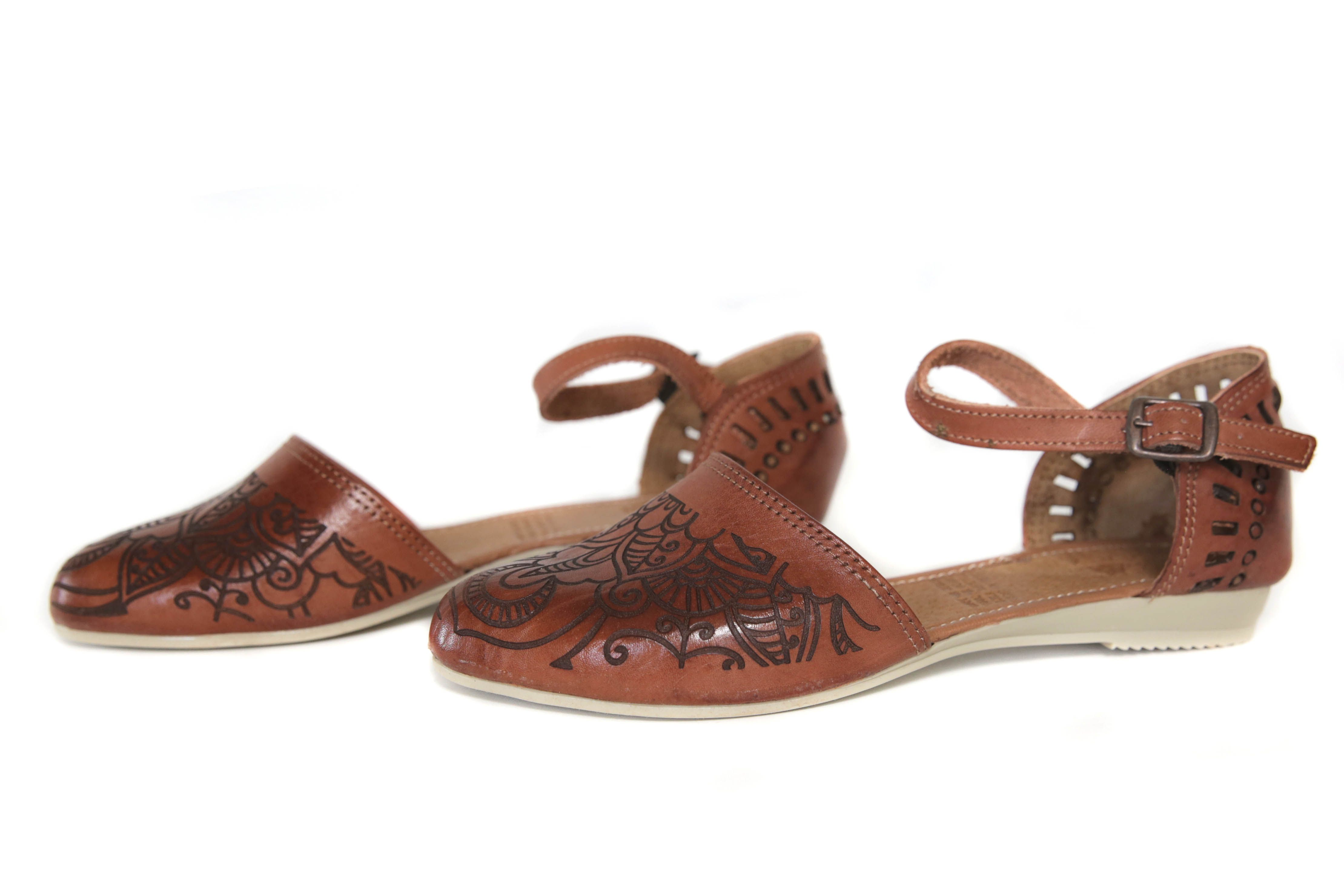 0784098a76b3 Women s Huarache Sandals - Niebla Chedron These Mexican Huarache Sandals  are the type of huaraches that you find the local