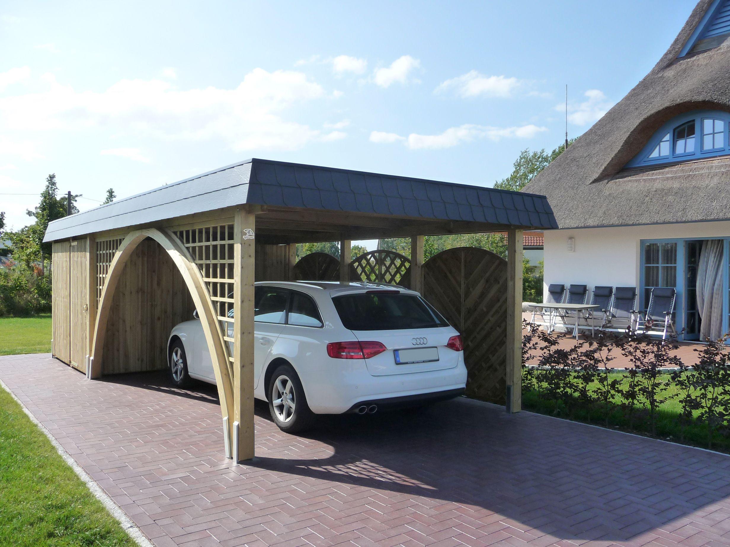 Carport Aus Holz Fur Ein Auto Einseitig Mit 180 Bogengang Dach Umlaufend Mit Anthraziten Schindeln Verkleidet Carport Carports Carport Holz