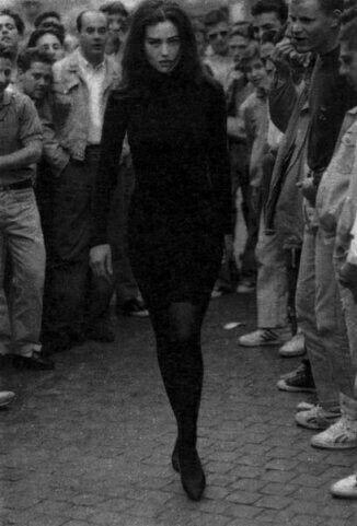 Fotos de mujeres vestidas de negro