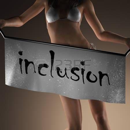inclusion: palabra inclusión en banner y mujer bikiny