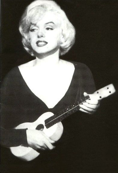 Citaten Marilyn Monroe Chord : Marilyn with ukulele some like it hot play