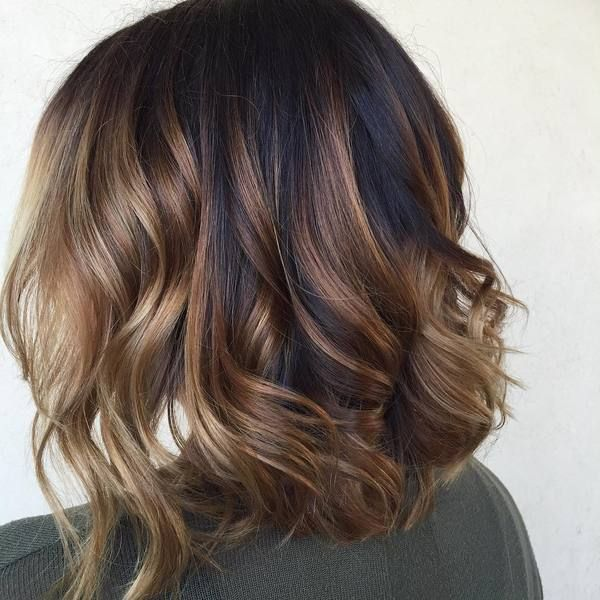 60 Looks With Caramel Highlights On Brown And Dark Brown Hair Wavy Bob Hairstyles Short Hair Balayage Long Bob Hairstyles
