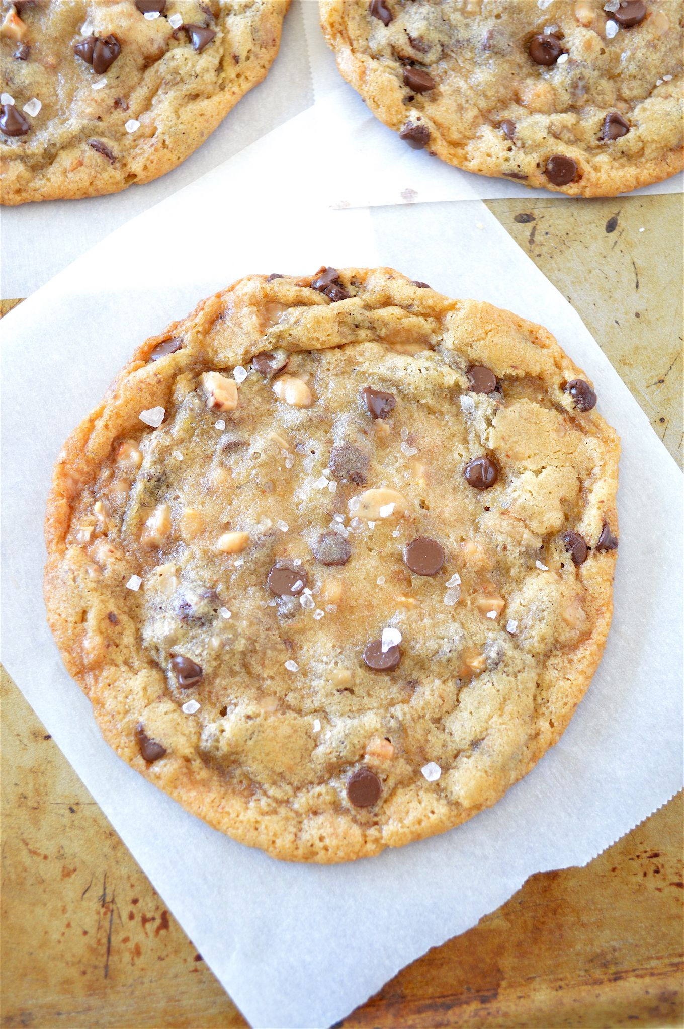CHEWY SALTED TOFFEE CHOCOLATE CHIP COOKIES - buttery, soft & chewy ...