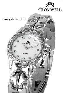 e34e1875054 Reloj de oro blanco para mujer con mecanismo de cuarzo suizo de la firma  Cromwell y bisel de diamantes en la caja.