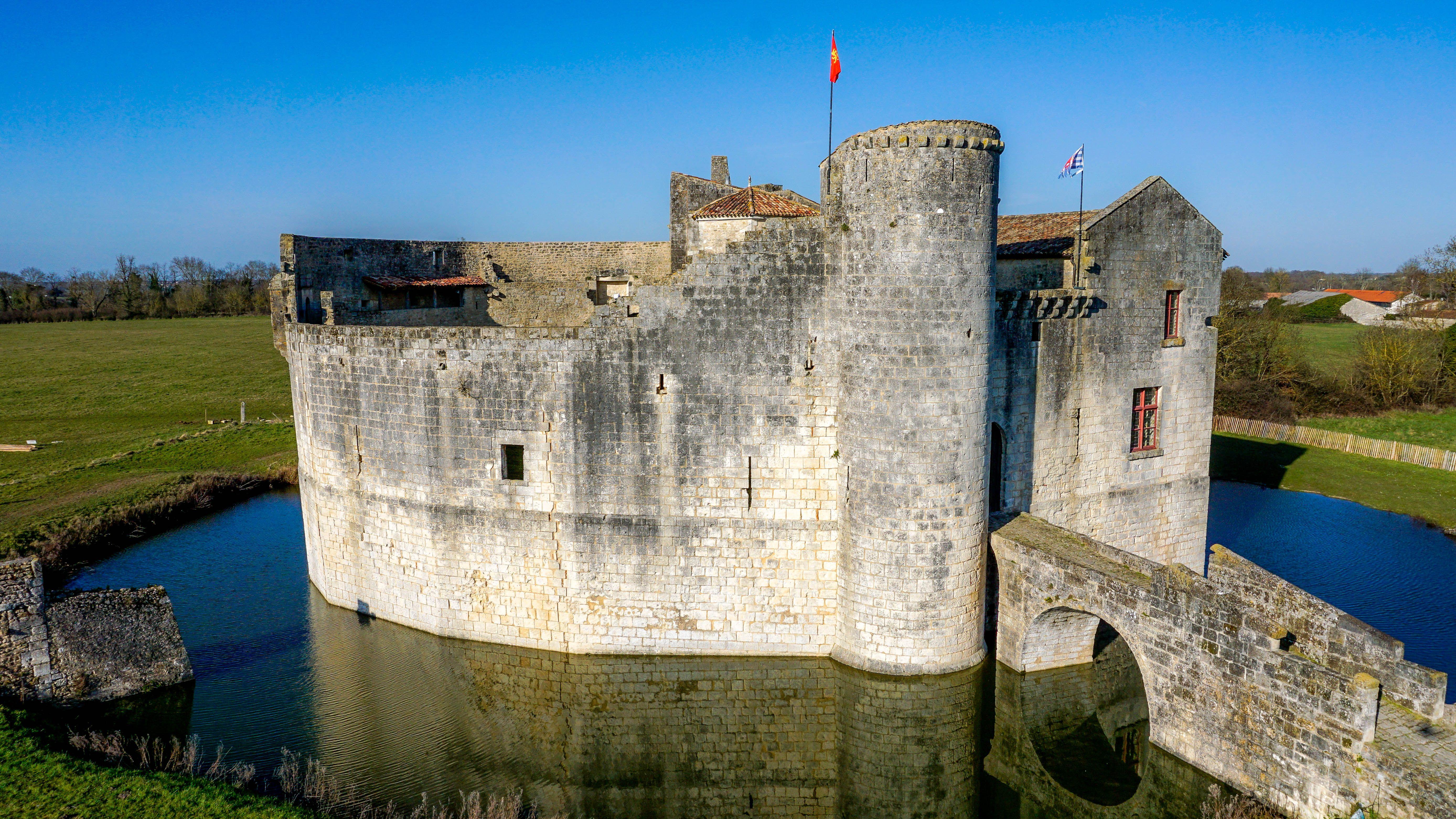 chateau fort de saint jean d angle 5552 3124 1er art france ch teaux co. Black Bedroom Furniture Sets. Home Design Ideas