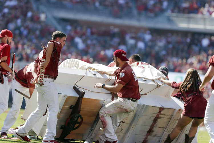 Video: Oklahoma's 'Sooner Schooner' Wagon Tips Over During ...