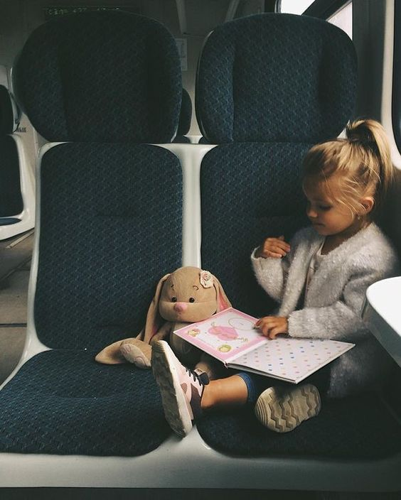 Avion, train, voiture : nos astuces pour voyager sereinement, même avec les enfants