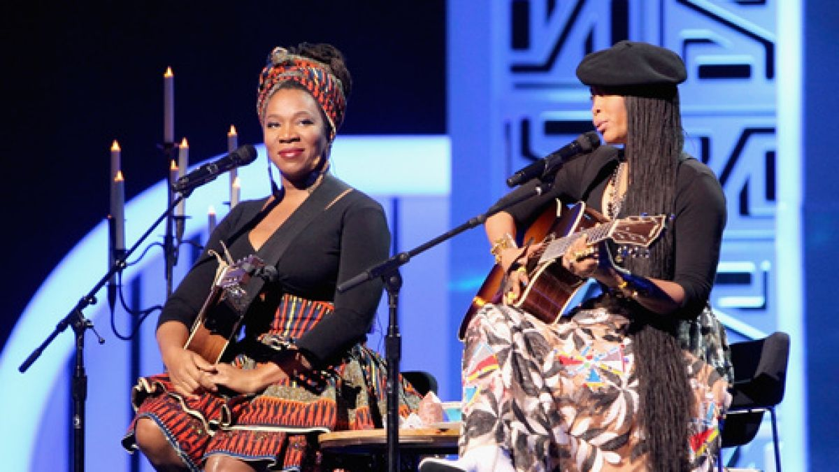 India.Arie and Erykah Badu had a magical performance. Check out their starry night themed act!