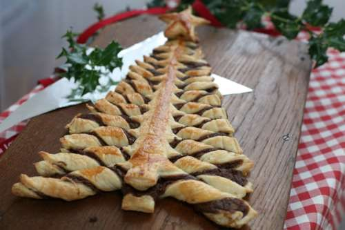 Weihnachtsbaum aus Blätterteig und Nutella®