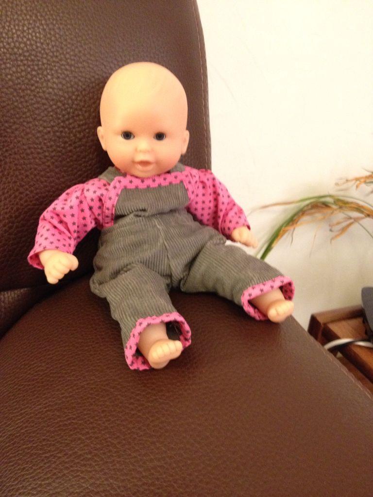 """Pour l'anniversaire de ma niece : un ensemble salopette en velour et top pour sa """"première poupée Corolle"""" / for My niece's birthday : velvet dungarees and a top for her baby doll """"My first Corolle"""""""