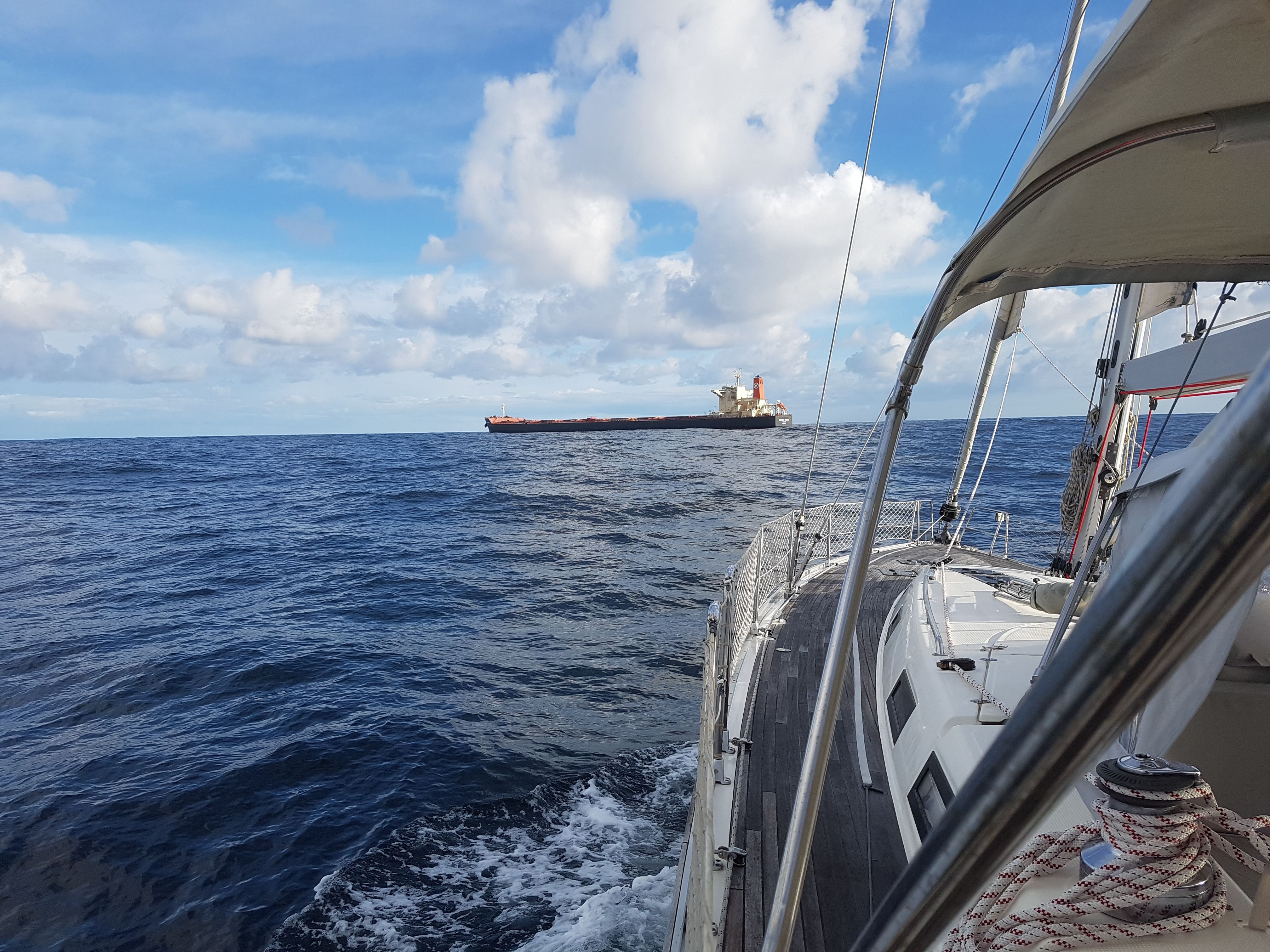 """Durante la última travesía en el """"Basileus"""", la tripulación ha disfrutado de la observación a su paso de buques mercantes. ¿A qué te gustaría estar ahí en medio del mar? Nota:  Muchas gracias Íñigo por todas las fotos y vídeos.  Has sido nuestro gran reportero en esta travesía. www.servinauta.com www.globalyachtingibiza.com www.nauticavaraderoibiza.com #Galicia #Vigo #Ssanxenxo #Yachting_ibiza #galiciacalidade #galiciamola #riasbaixas #turgalicia #welcometogalicia #Pontevedra #Charter…"""