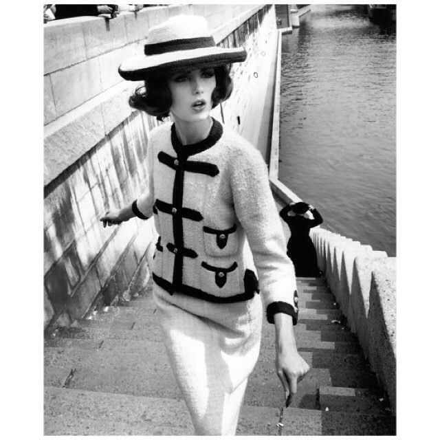 Dorothea McGowan in Chanel's suit of white knit with braided wool brandenburgs, trimmings in navy blue and matching boater. Photographed by William Klein on the banks of the Seine in  #Vogue France, 1960. #vintagevogue