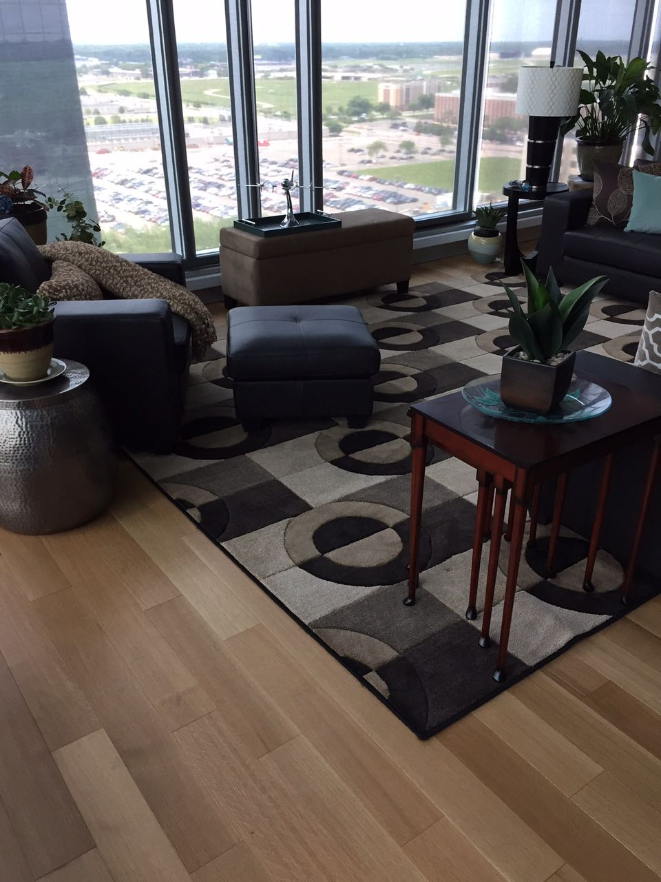 Brian Jacobs of BEJACOBS INTERIORS did a marvelous job in installing the  hardwood floor. Flooring