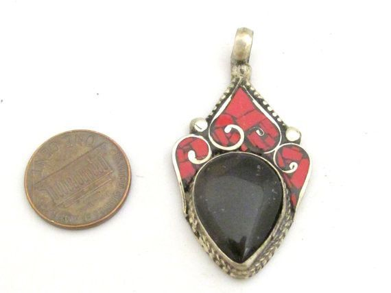 Beautiful Tibetan Silver pendant with agate and coral inlay - PM361G