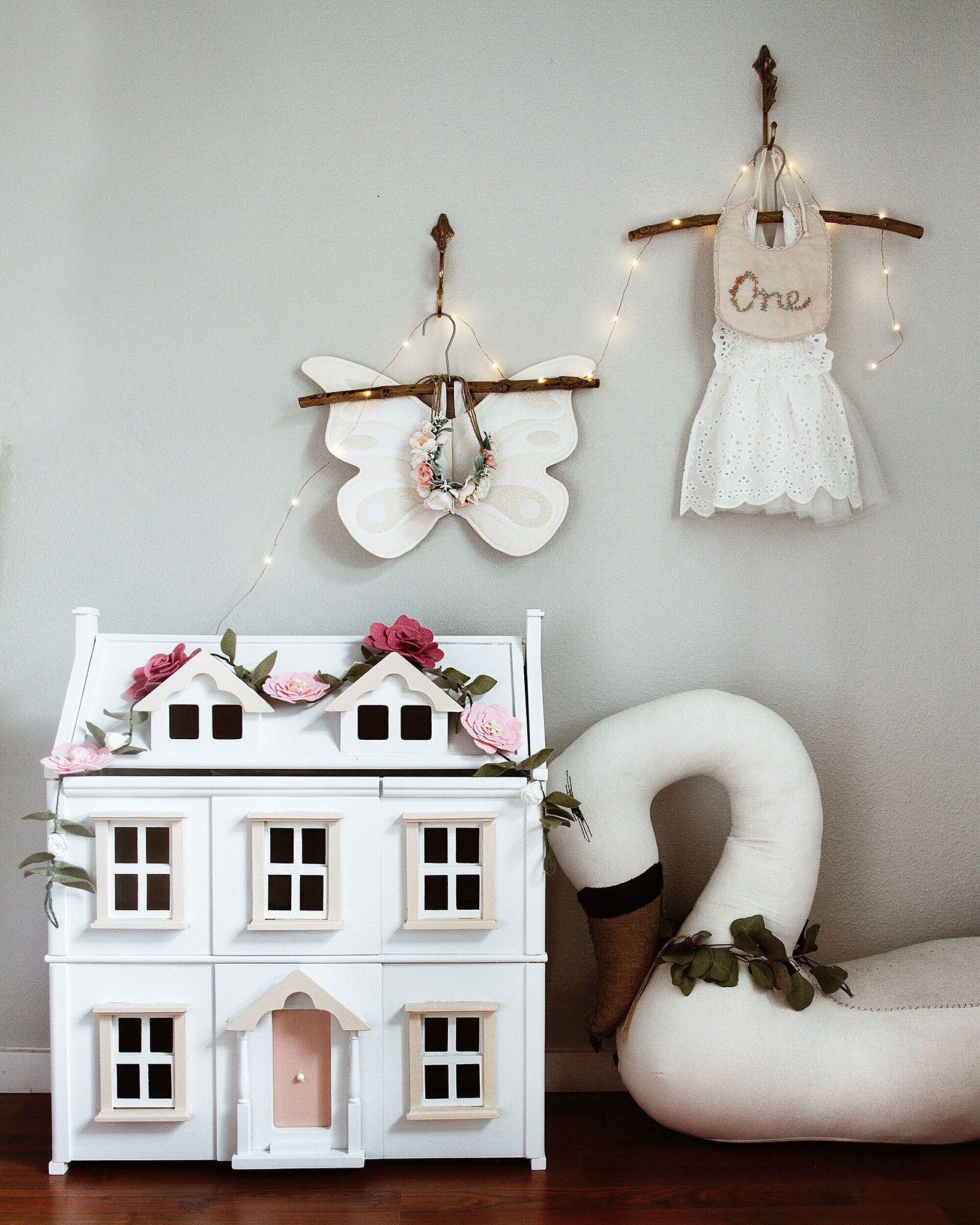Girl's roomdoll house Girl's room