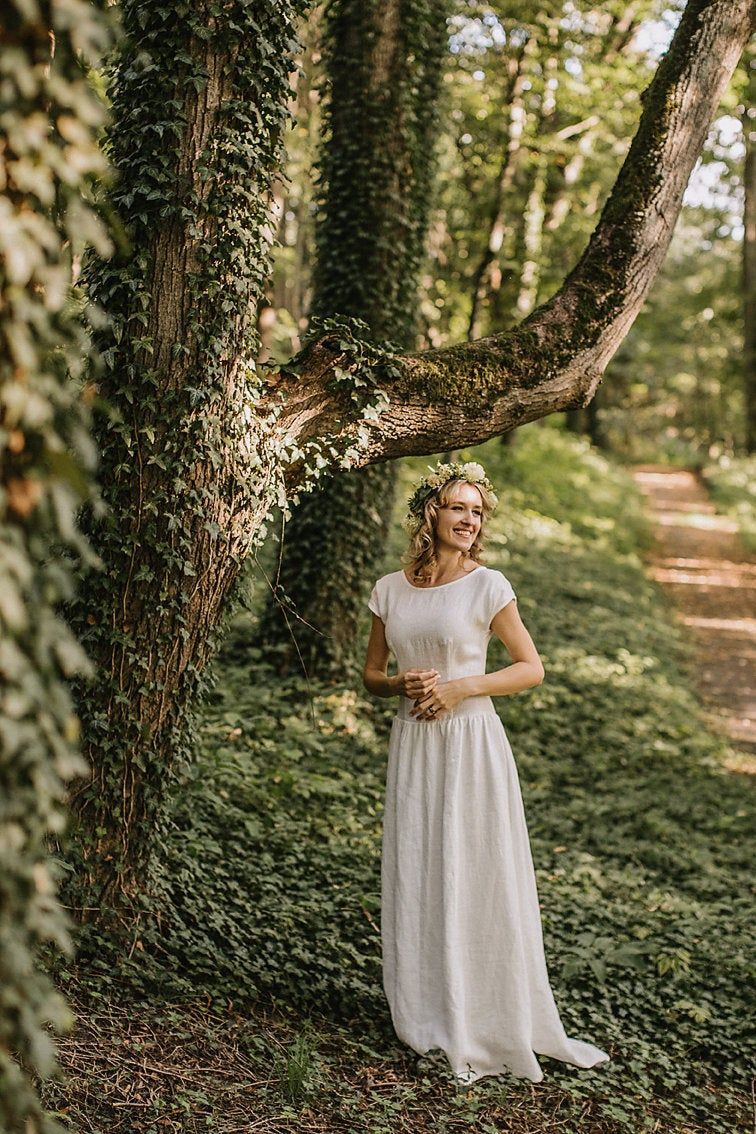 Linen Wedding Dress Made To Measure Ethically No Factory Use Linen Wedding Dress Wedding Dresses Wedding Dresses Simple [ 1134 x 756 Pixel ]