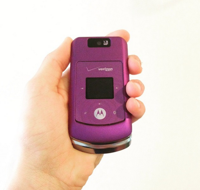 I Traded My Iphone For A Flip Phone And I Ve Never Been Happier Flip Phones Motorola Phone Flip Phone Case